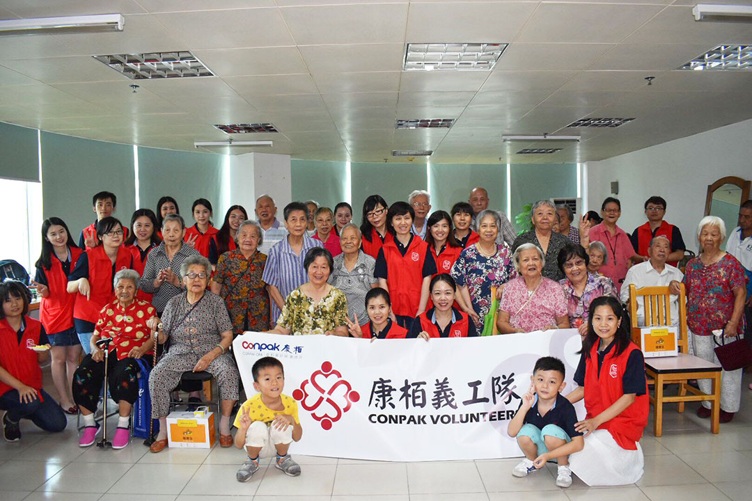 Visiting the Elderly in Shenzhen Futian District Welfare Centre