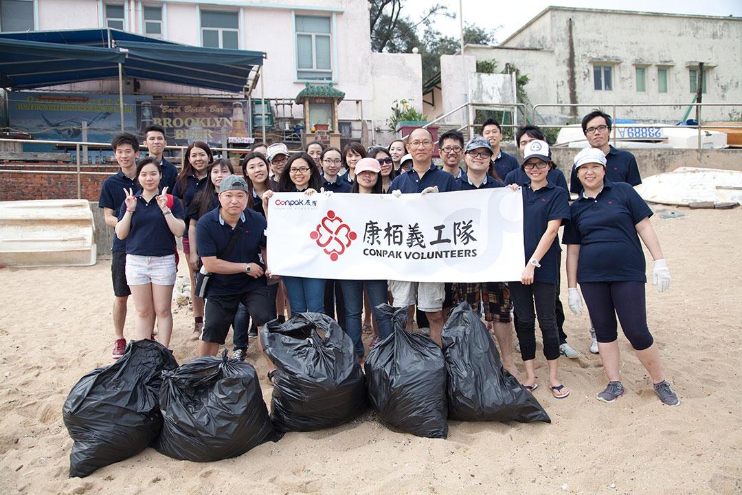 參加「香港國際海岸清潔運動2013」活動